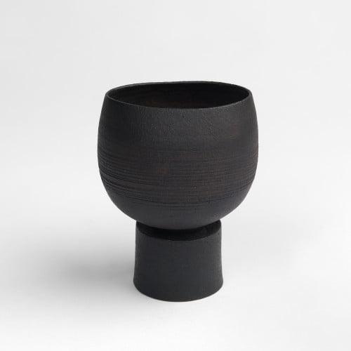 Hans Coper, Black Form on Foot