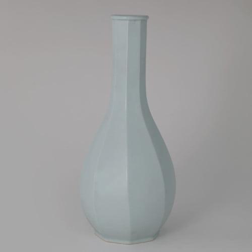 Soon-Tak Ji, White Octagonal Bottle, Joanna Bird Contemporary Collections